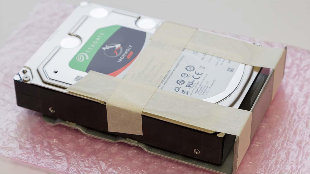 ironwolf-8tbをmacproにテープ補強で取り付け