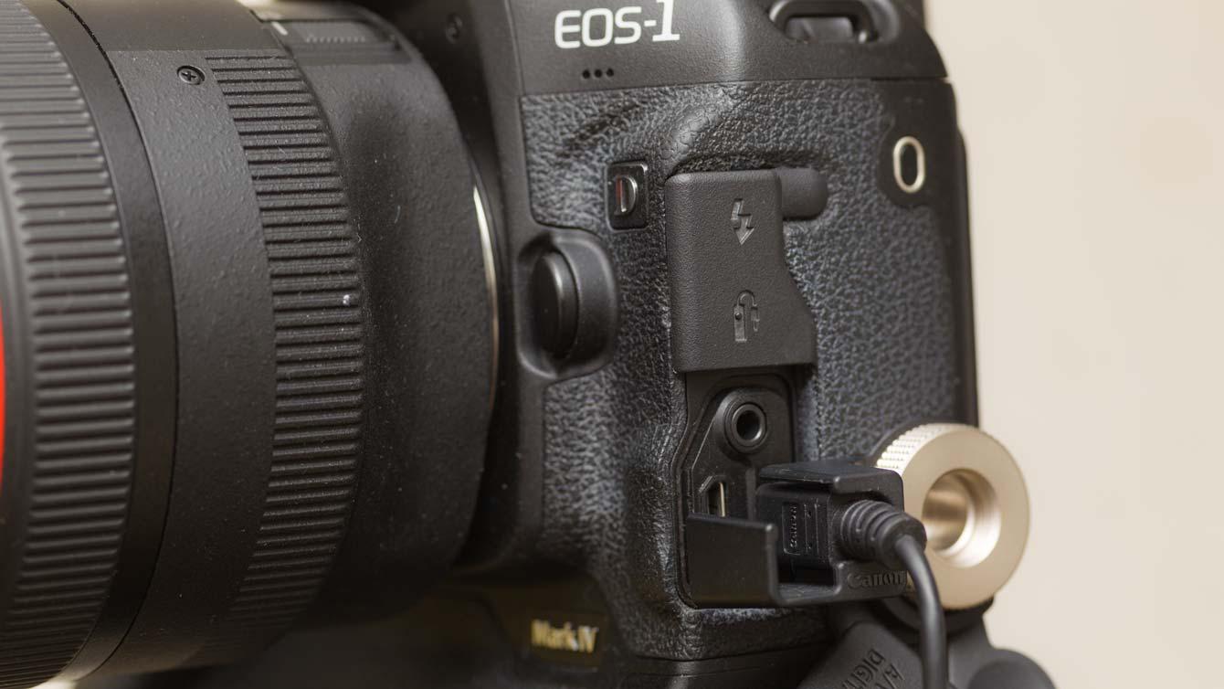 EOS-1D4のデジタル端子
